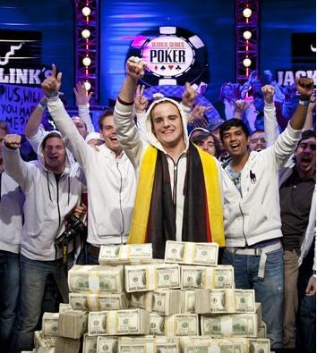 Определился чемпион WSOP 2011.