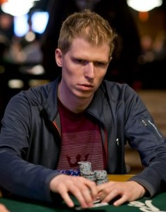 Норвежский политик сдается в покерной битве