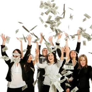 Французский человек-дождя осыпает толпу 30 тысячами долларов, выигранными в казино