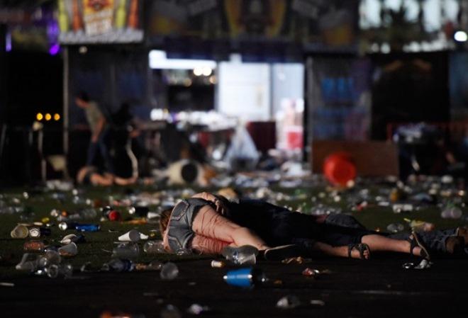 Лас-Вегас замер после самого массового убийства в американской истории