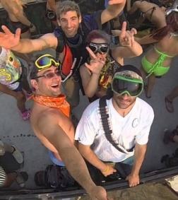 Ковбойские шляпы и крашеные волосы - покерные профи едут на фестиваль Burning Man