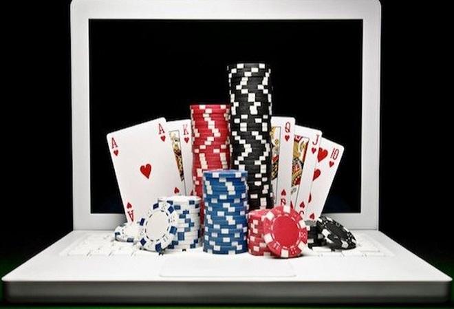 Онлайн-покеру 20 лет