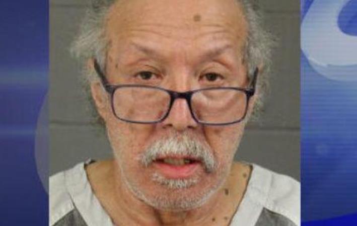 Во время ограбления казино пенсионер угрожал поджечь кассира