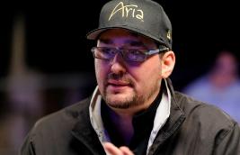 Фил Хельмут страдает от астмы на 2014 WSOP APAC