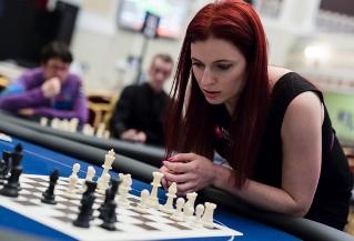 Интервью с Дженнифер Шахаде: стирая границу между шахматами и покером