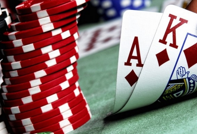 Как правильно разыгрывать A-K и A-Q (Адам Джонс)