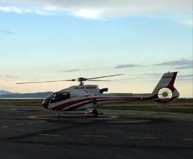 Джейсон Мерсье садится в вертолёт